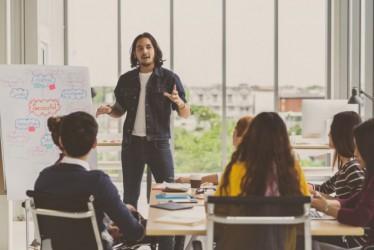 10 Cara Asyik Bergaul dengan Teman Kerja yang Patut untuk Kamu Coba
