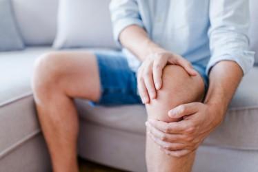 4 Cara Mengatasi Nyeri Sendi Pada Lutut yang Bisa Dilakukan di Rumah