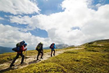 5 Cara Menjaga Stamina Saat Naik Gunung di Musim Hujan