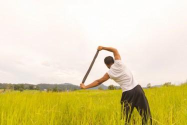 7 Barang Sederhana Ini Bisa Dijadikan Alat Bantu Olahraga di Rumah, Lho