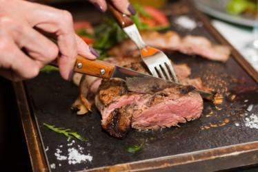8 Cara Menjaga Kesehatan Jantung untuk Kamu yang Suka Makan Daging