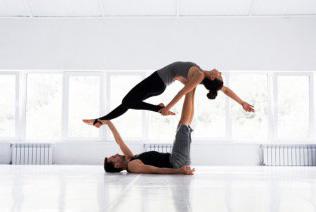 Acroyoga, Olahraga Akrobatik yang Menantang