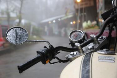 Barang Andalan untuk Pengendara Motor Saat Musim Hujan
