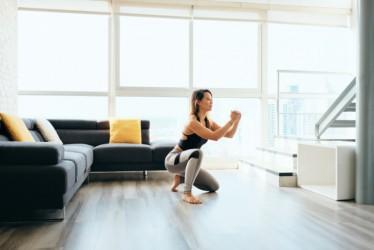 Cara Menjaga Kesehatan di Tengah Padatnya Aktivitas dengan Gerakan Workout at Home