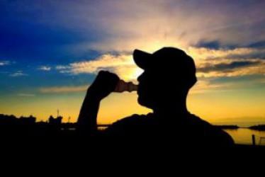 Manfaat dan Efek Samping Minuman Energy Drink