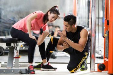 Yuk Manfaatkan Jasa Personal Trainer Saat Nge-gym!