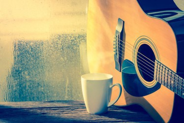 Lagu yang Paling Oke Didengarkan di Saat Hujan
